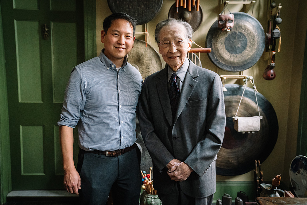 Sumin Chou and his father Chou Wen-chung