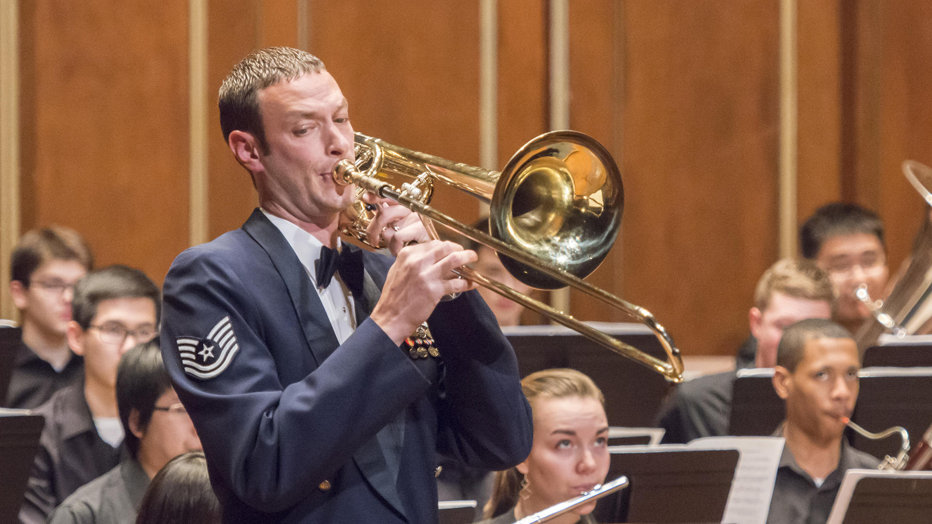 Symphonic Winds perform with guest artist