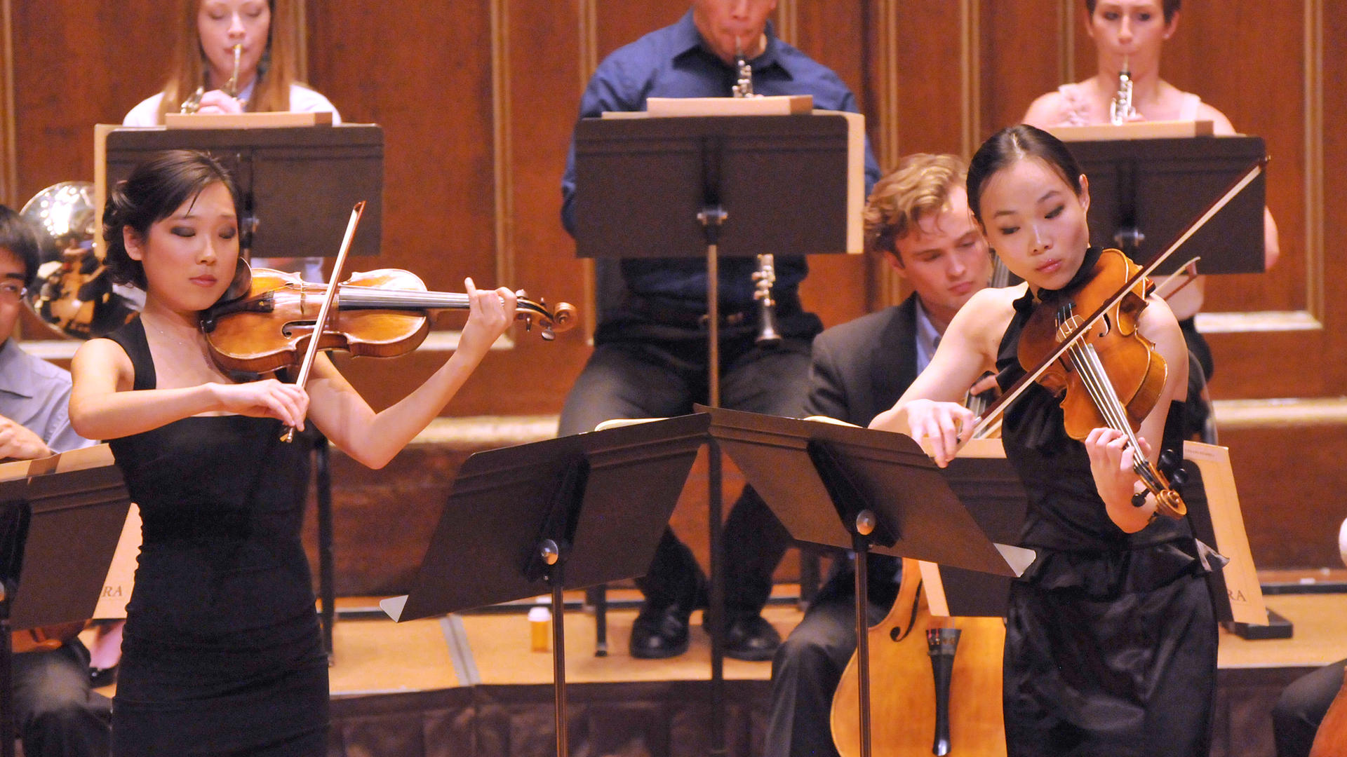 Grace Park and Wenting Kang perform Mozart's Sinfonia Concertante