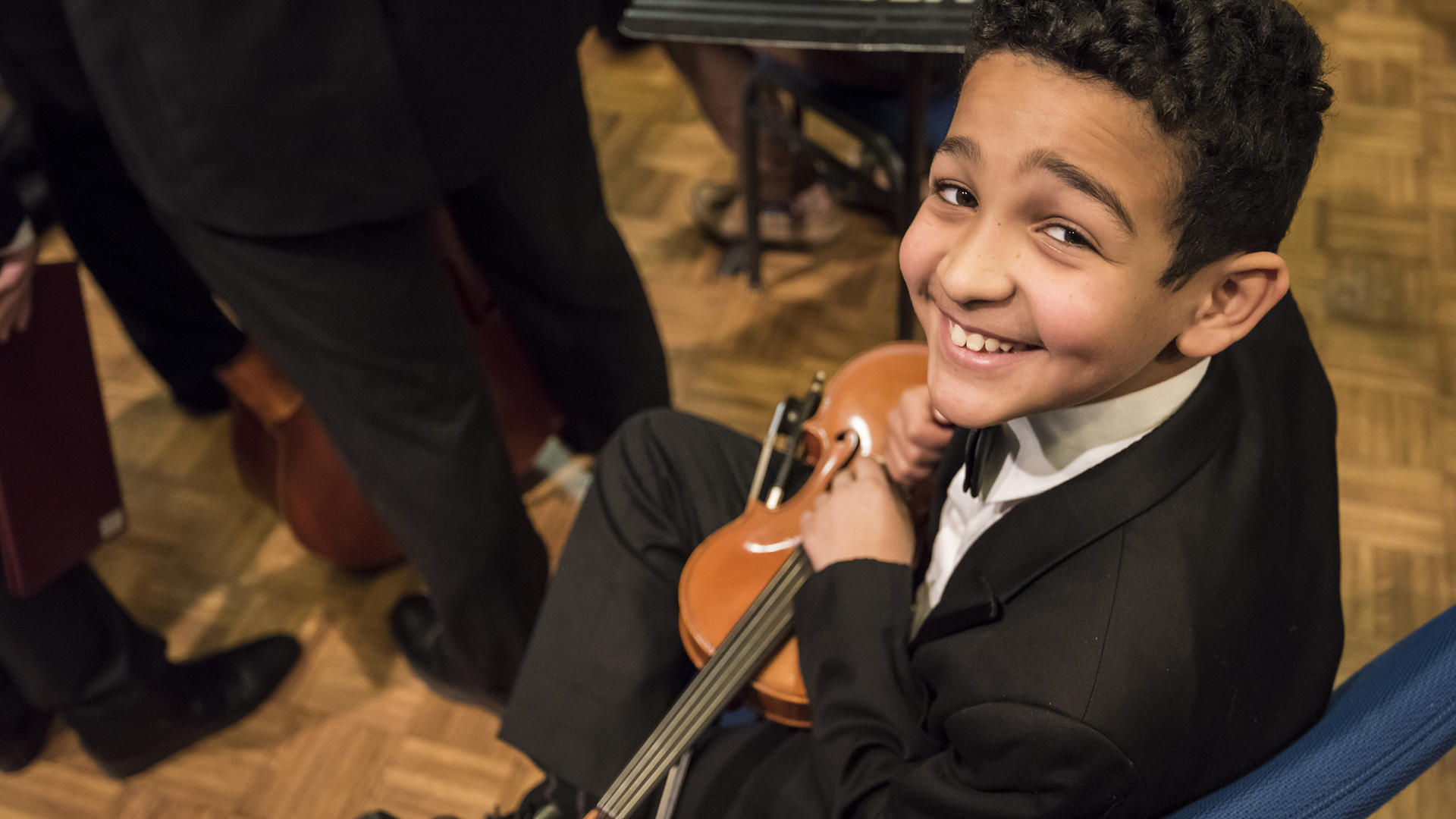 Smiling Violinist waits to play