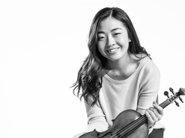 Abigail Hong smiling with violin
